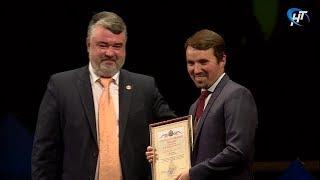 Новгородские аграрии принимают поздравления с профессиональным праздником