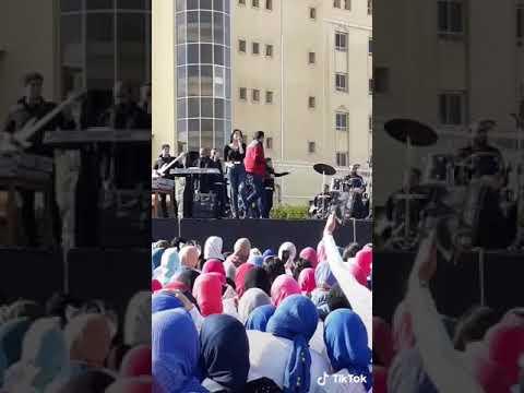 بوسي في حفلها بتغني اغاني شيرين عبد الوهاب