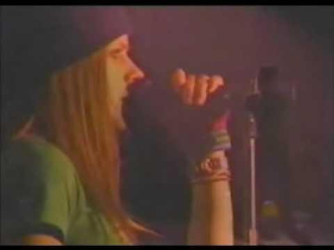 Avril Lavigne-Basket Case(Green Day cover Live)