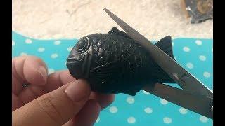 WHATS INSIDE ALL BLACK TAIYAKI FISH SQUISHY?
