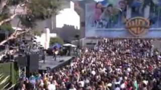 """Dave Matthews performs """"Shake Me Like a Monkey"""""""