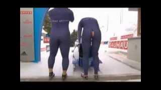 Смотреть онлайн Бобслей: Комбинезон спортсменки лопнул на попе
