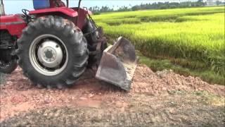 Tractor MF 85 Tolak Tanah Dekat Pmtg Bendahari (Ahad 12 7 2015)