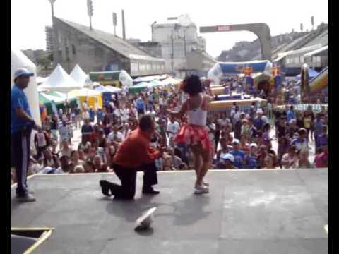 Ver vídeoSíndrome de Down: Fernanda Honorato dançando a nega maluca