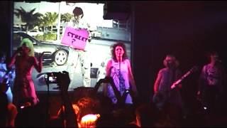 Wordy Rappinghood (live) - Chicks on Speed with Tina Weymouth (Tom Tom Club, Talking heads)