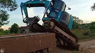 faze tari urca excavatorul in camion