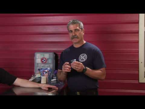 Video First Aid Tips : How to Treat a Jammed Finger or Toe