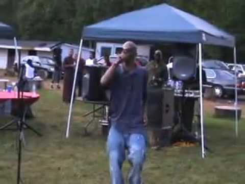 Bizzle Live at B&K cookout 2010 hit song ( Work It )