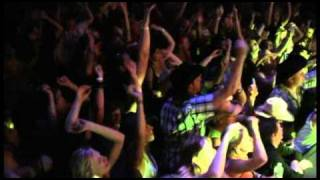 """Putting the """"Live"""" in live music - Aaron Pritchett"""
