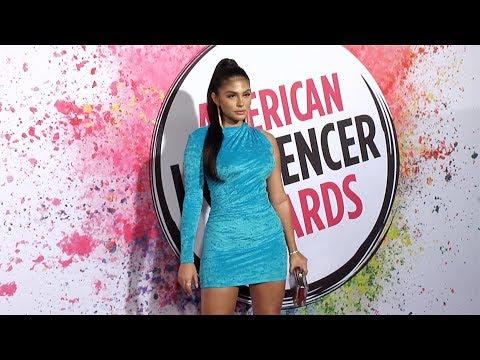Amanda Trivizas 2019 American Influencer Awards Pink Carpet Fashion
