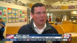 Rudy Salas hosts tax prep workshop