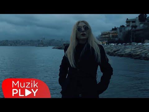 Gülsence - İstanbul'da Aşk mı Kaldı (Official Video) Sözleri