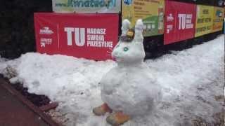 preview picture of video 'Króliczek śniegowy Wielkanoc 2013 Wola Grzymkowa KWIATEO.PL zajączek królik VIP'