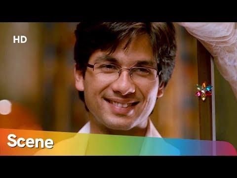 Shahid Kapoor Burns His Ex's Picture Scene - Jab We Met - Bollywood Romantic Movie