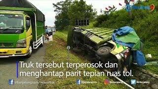 Kecelakaan di Tol Ungaran, Truk Pakan Ternak Ringsek Hantam Parit