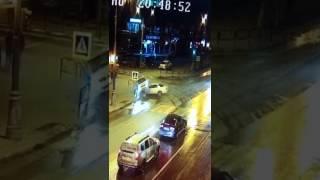 Видео с камер наблюдения. ДТП Ленина-Емельянова Южно-Сахалинск