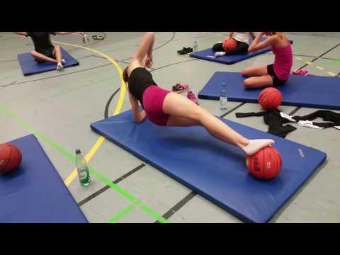 Kraft- und Koordinationstraining mit dem Basketball