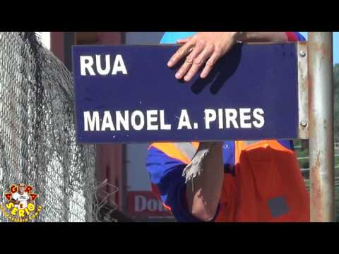 Prefeitura de Juquitiba limpa placas de trânsito nas ruas da cidade
