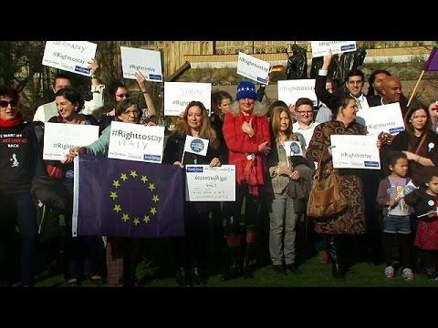 Brexit: Προειδοποίηση Μπαρνιέ για τα δικαιώματα των Ευρωπαίων πολιτών