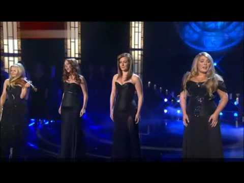 Celtic Woman - O Come All Ye Faithful (Adeste fideles) 2010