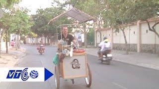 Chàng trai Pháp bán cà phê dạo ở Sài Gòn   VTC