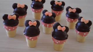 Minnie Maus mit Cake Pop Maker im Waffelbecher backen