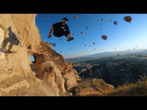 Parkour Runners Chase Hot Air Balloons