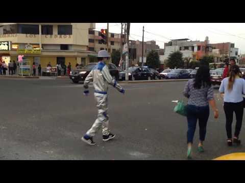 Arte urbano en el semáforo | Pentamall - Trujillo