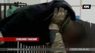 Врачи борются за жизнь рабочего, упавшего на железный забор