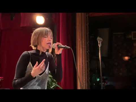 "Grace Vanderwaal Debuts New Single ""stray"" At The Slipper Room"