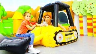 Видео про надувные игрушки и машинки для детей.