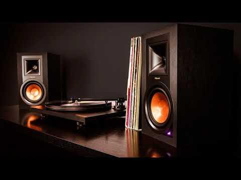 До какого времени можно слушать громкую музыку в многоквартирном доме по закону?