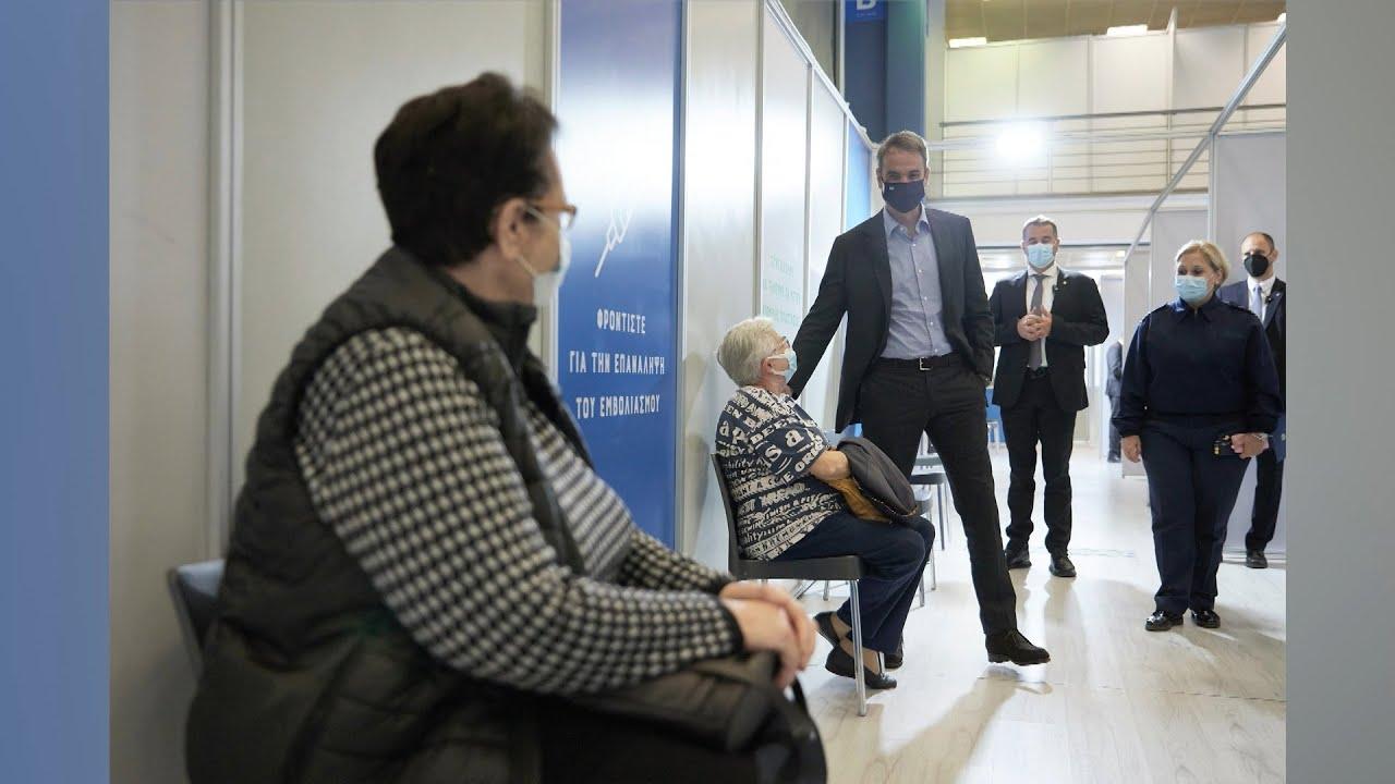 Έκκληση στους μη εμβολιασμένους από τον πρωθυπουργό που έκανε την τρίτη δόση του εμβολίου