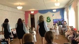 """Смотреть онлайн Танец с мамами в детском саду на """"Мамин день"""""""