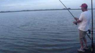 preview picture of video 'pesca de una corvina de 20 kilos'
