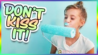 Download Video 😱 WHAT DOES JAYLA DO TO TURN HER LIPS BLUE?! SMELLY BELLY TV VLOGS!! MP3 3GP MP4
