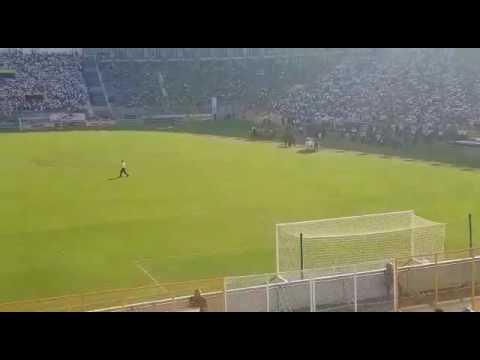 """""""Recibimiento U.B y BB96 final Alianza vs tecla 2016"""" Barra: La Ultra Blanca y Barra Brava 96 • Club: Alianza"""