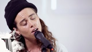 "Tash Sultana Performs ""Notion"" Live 