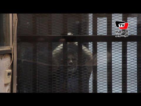 لقطات من داخل القفص لـ«مرسى» وقيادات الإخوان بعد تأجيل النطق بالحكم إلى 16 يونيو