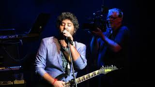 Arijit Singh singing Suno Na Sangemarmar Live (Youngistaan)