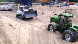 RC Dozer pulling jd 9530 out of the sand