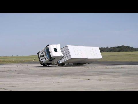 Įrašas iš šios avarijos testo yra įspūdingas. Kodėl švedai apvertė sunkvežimį?