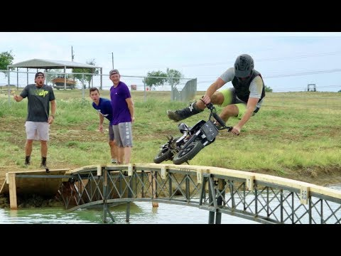 Dirt Bike Battle | Dude Perfect (видео)