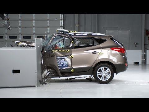2013 Hyundai Tucson Overlap IIHS Crash Test Video