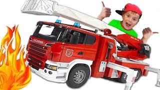 Мультик про Машинки для Мальчиков Пожарная Машина Брудер тушит Пожар Играем в пожарных