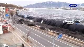 Dramatic moment of the tsunami that struck Japan