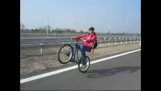 preview picture of video 'Amateur bicycle wheelie on the S14 Expressway near Pabianice'