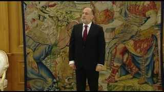 preview picture of video 'S. M. el Rey felicita al nuevo presidente del TC, con quien se reúne en la Zarzuela'