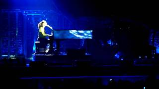 """Alicia Keys (piano & voice) """"Pray for forgiveness"""" live at the O2 Arena in London on 26/05/10"""
