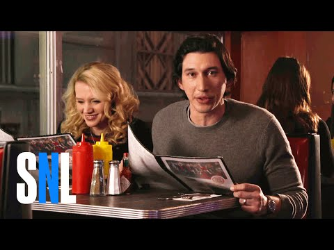 SNL Host Adam Driver & Kate McKinnon Grab a Bite at The Diner (видео)